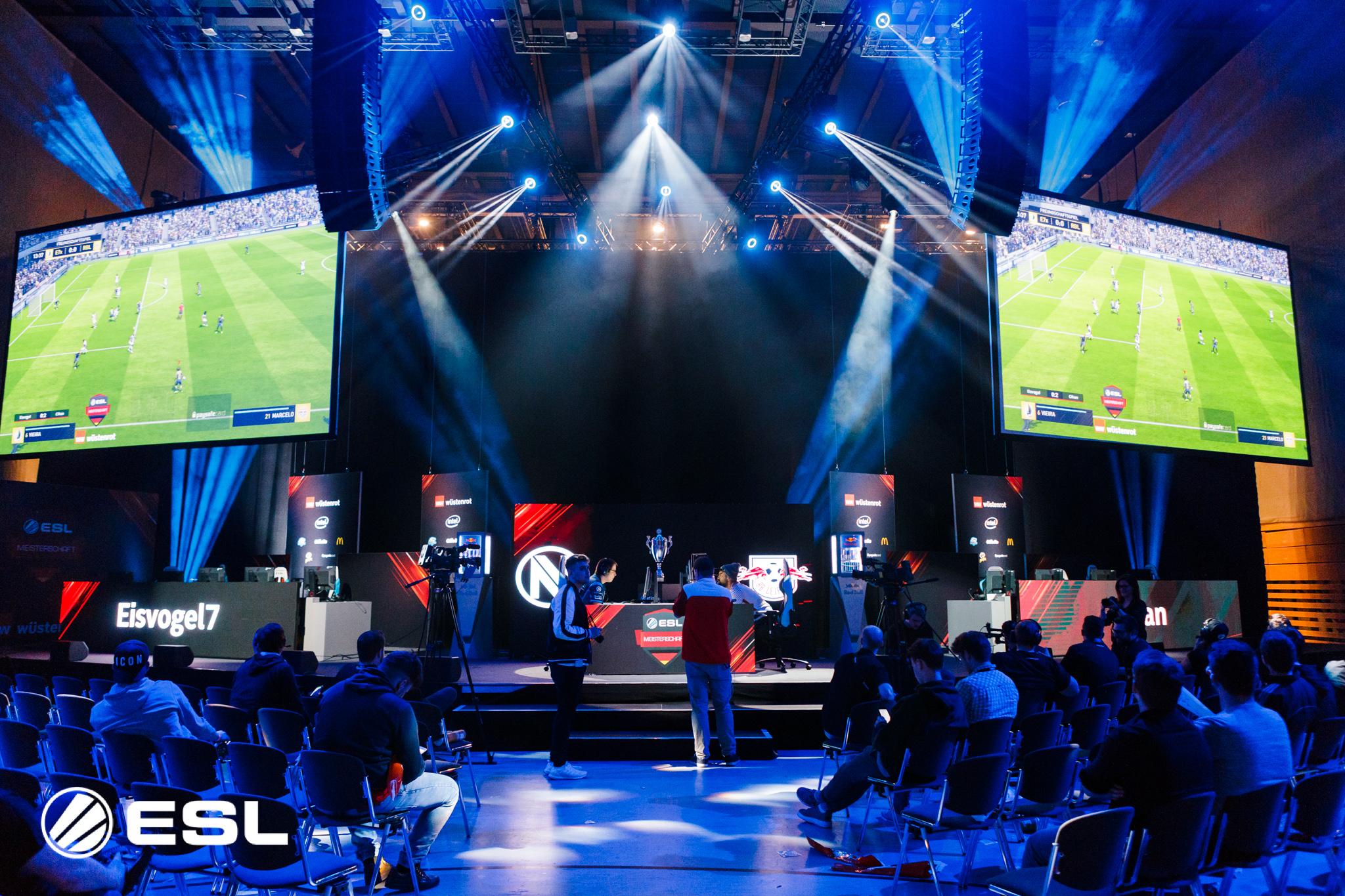 Wer schafft den Sprung ins das letzte große Finale in FIFA 18 auf der gamescom?