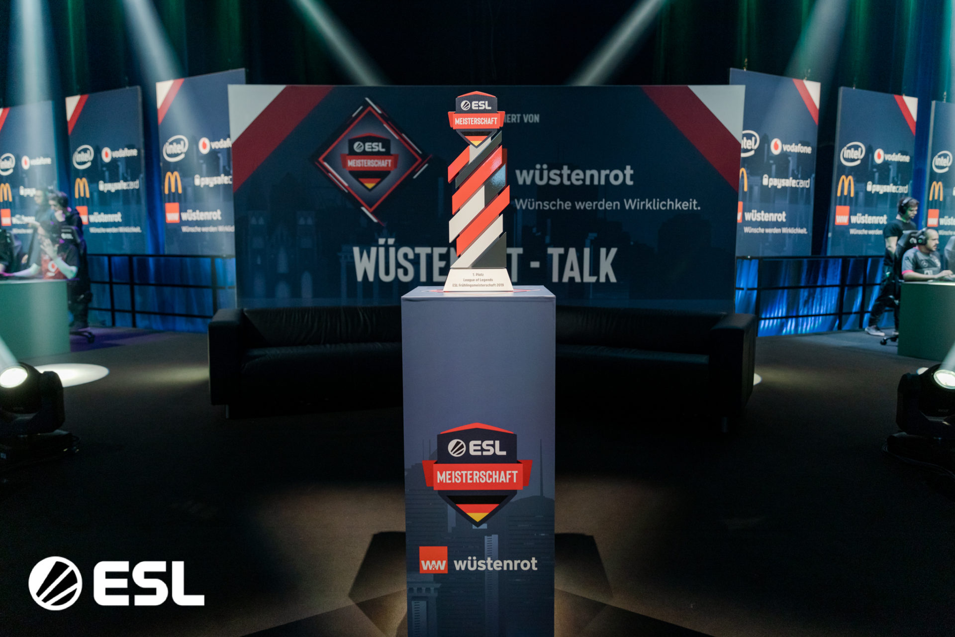 ALTERNATE aTTaX und mousesports holen die Titel in Düsseldorf